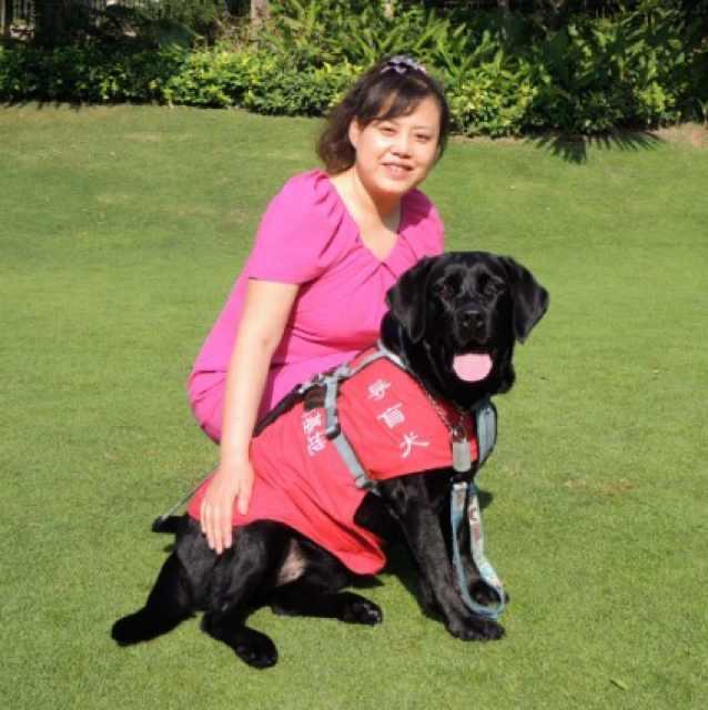 陈燕和导盲犬珍妮(受访者提供)