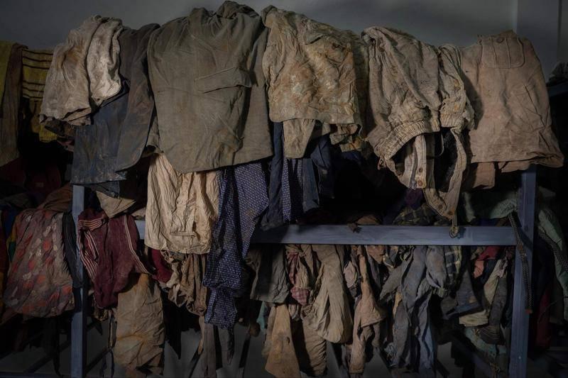 大屠杀纪念馆保存了1994年卢旺达大屠杀数百位死难者遇害时所穿的衣物。图源:视觉中国