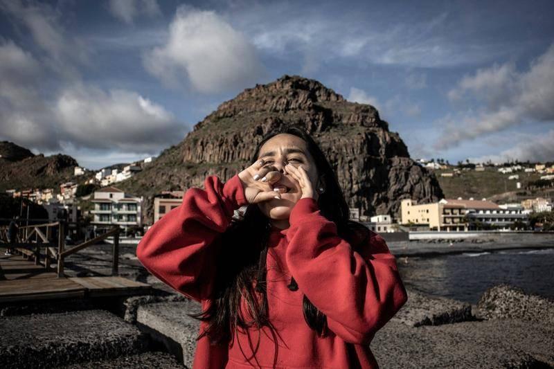 大西洋小岛上的哨声:当古老的语言传承遇上代沟