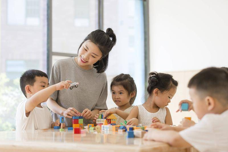 拥有娃娃脸的人被认为更适合幼教等工作。图源:cfp