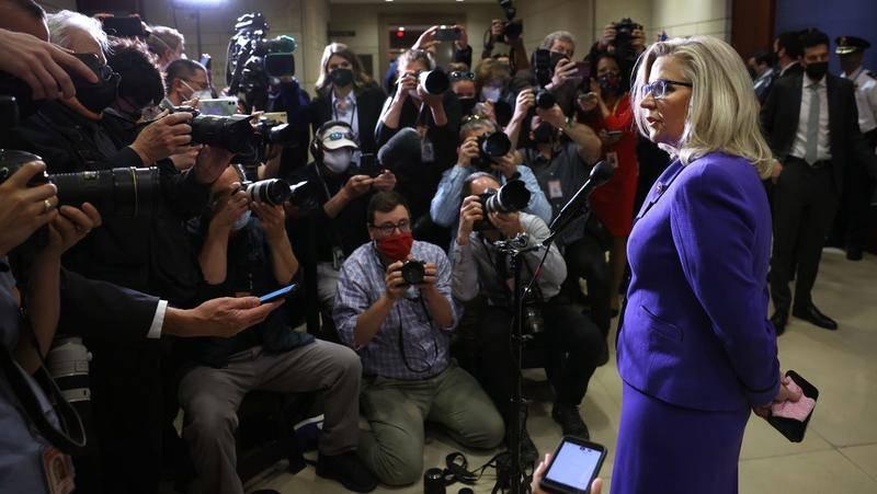 特朗普罢黜党内头号女政敌,却助攻她成下届总统候选人?
